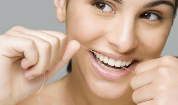 How much dental floss is enough to clean your teeth?