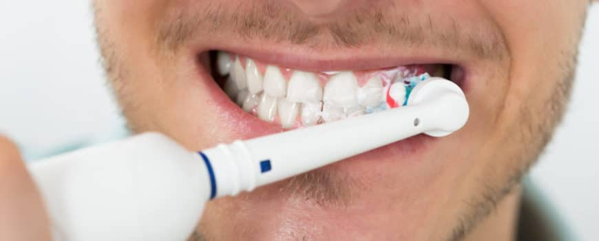 The best way to clean your teeth in 2020